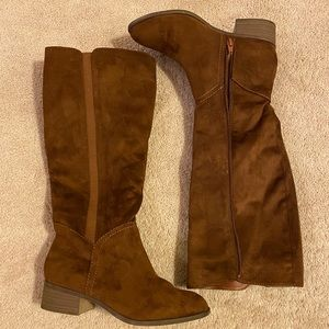 Universal Threads brown faux suede boots size 8